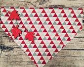 Aktion - Dreiecke rot, grau, sand - Hundehalstuch mit Tunnel, 20 cm