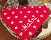 Für Deinen Leitstern - Weiße Sterne auf rot - Hundehalstuch mit Tunnel