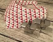 Aktion - Dreiecke rot, grau, sand - Hundehalstuch zum Binden, Größe XS
