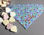Candy Colours: kleine Herzen auf hellblau - Hundehalstuch mit Tunnel