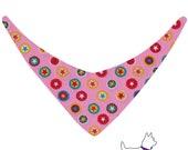 Candy Colors für verspielte Hundemädchen  - bunte Sterne auf Rosa - Hundehalstuch zum Binden