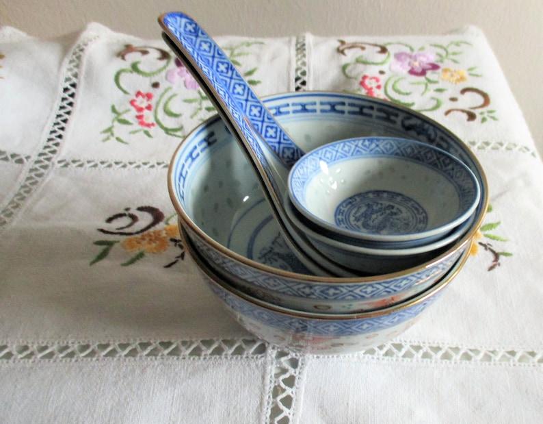 porcelaine asiatique vintage, ensemble de quatre cuvettes, deux cuillères, décor asiatique chinois estampillé