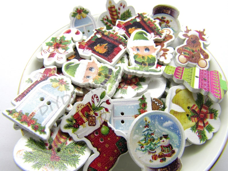 Mixed 2 Hole Wooden Christmas Buttons Elf Christmas Stockings Reindeer Snow Globes Sewing Crafts Button Crafts Scrap Booking