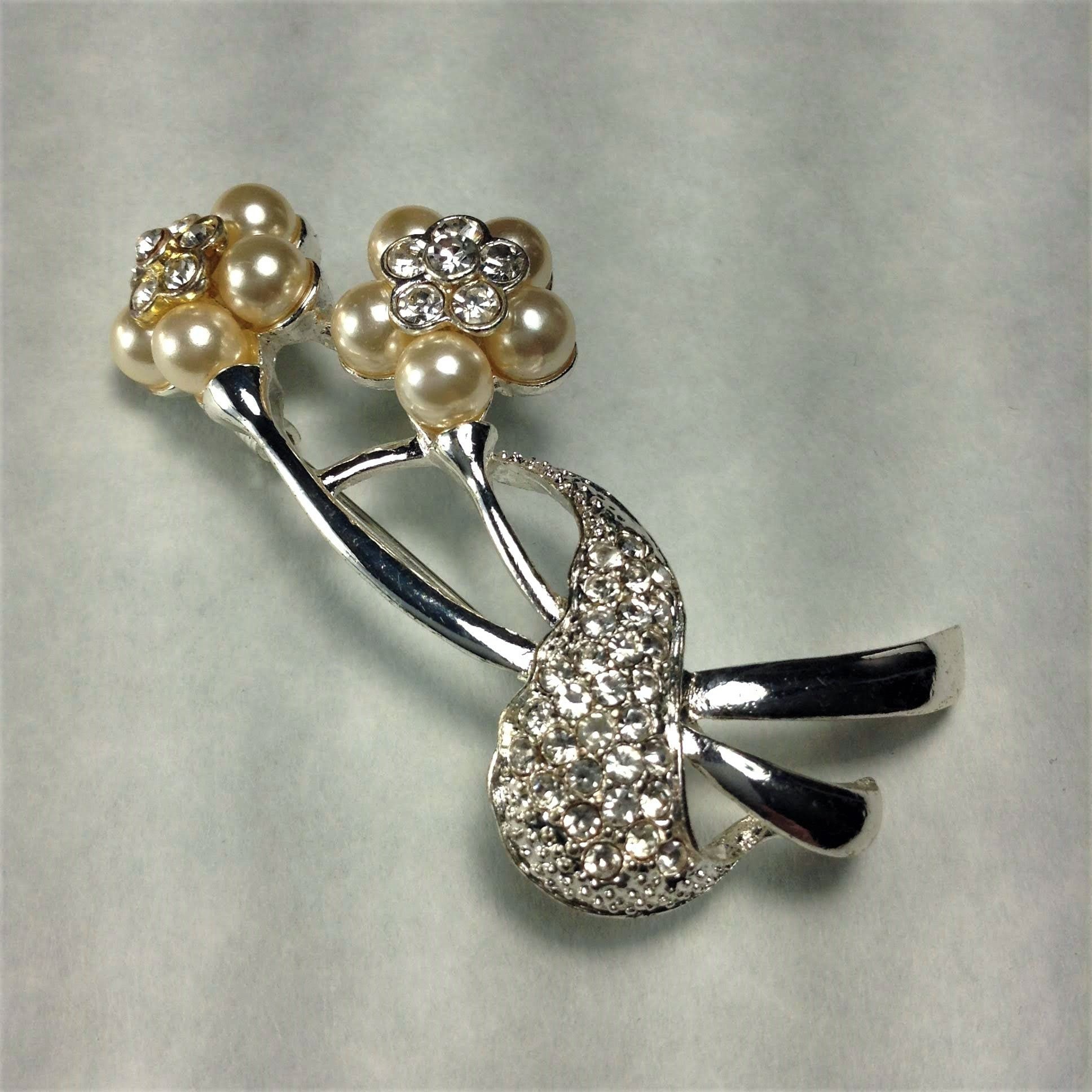 Vintage Flower Brooch 2 Silver Toned Daisy Flower Jewelry Faux Pearl /& Rhinestone 2 Flower Floral Brooch Figural Daisy Pin