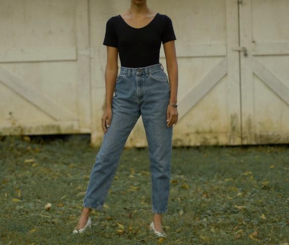Vintage LEE high waist medium wash mom jeans // 27