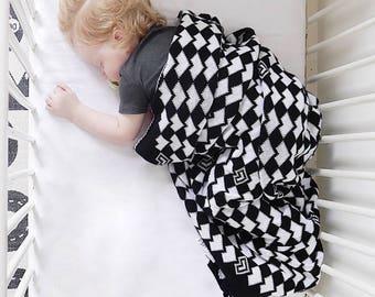 Luxury baby blanket, Black and White Baby Blanket, Monochrome Nursery, 75x90/100x140cm, Scandinavian Nursery, Pram Baby Blanket, Reversible