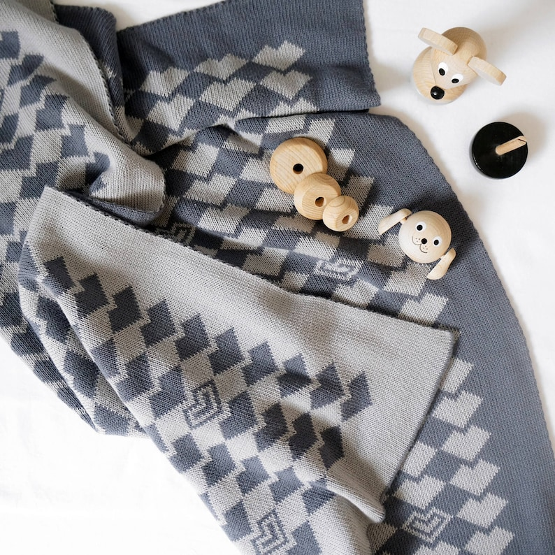 Extra large toddler blanket Grey cotton baby blanket Knitted image 0