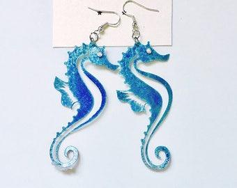 Seahorse earrings - Nautical jewelry - Nautical earrings - Beach earrings - Beach wedding - Gift for her - Fashion seahorse earrings