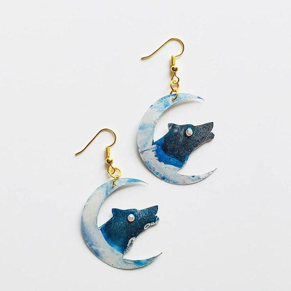 Wolf & Moon earrings - Wolf drops earrings - Trending jewelry - Animal jewelry - Rockabilly Jewelry - Novelty earrings - Moon jewelry