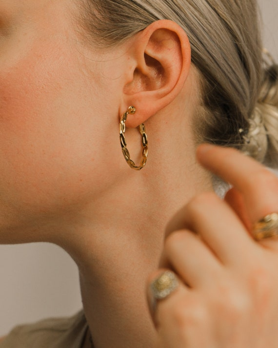 Vintage Clear Bead and Thin Gold Filigree Detailed Clip On Earrings
