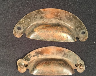 2 34 inch centres ribbed bin pulls  shell handles  P1832 Weathered shell pulls