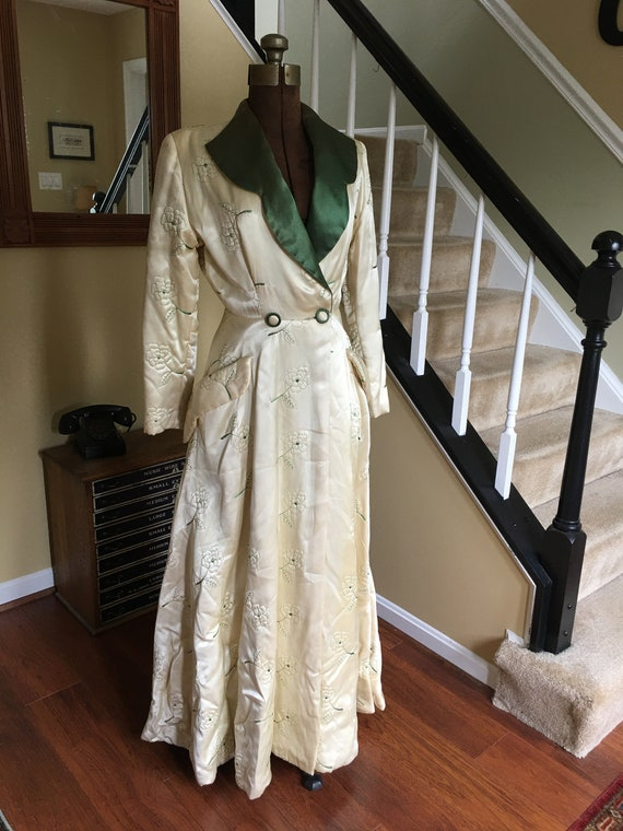 1940s Satin Quilted Housecoat - Georgeous House Co