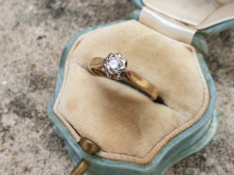 Vintage 9ct Yellow Gold Diamond Solitaire Ring size J or U.S 4 34