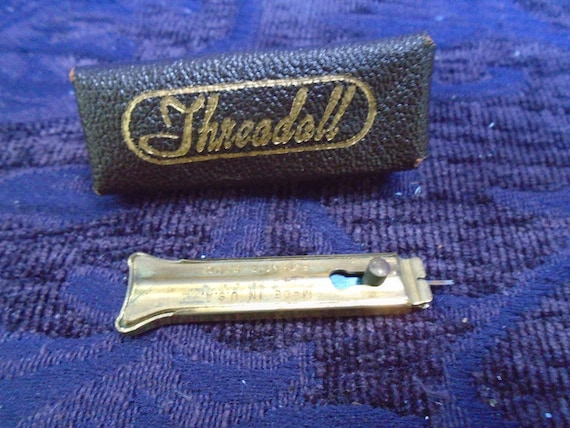Needle Threader Gold Embossed