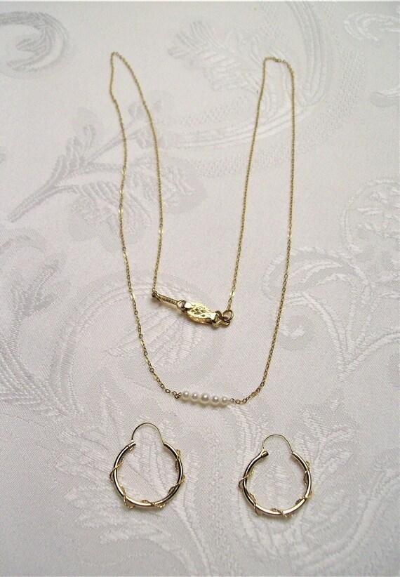 Vintage Circa 1980's 14K Yellow Gold Dainty Pearl