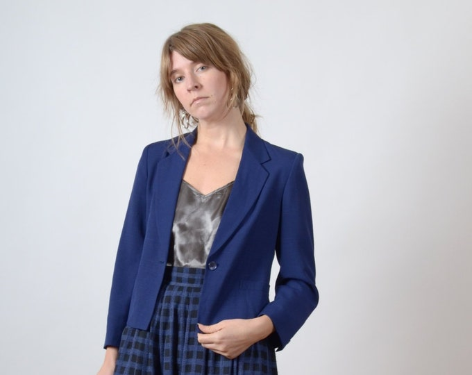 Featured listing image: 1990s Cropped Navy Blazer / by New Laurels Petites / small - medium