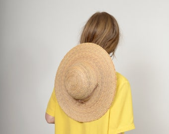 d8761a15 Wide Brim Sun Hat / Vintage Woven Straw Garden Hat / Wide Flat Brim with a  Leather Chin Strap / 16