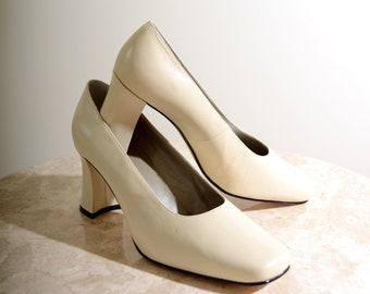 80s Ivory Block Heel Pumps / size 10