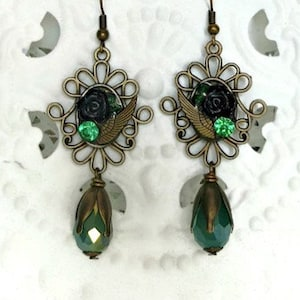 Cameo earrings with black rose and emerald strass
