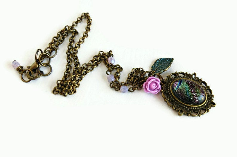 Cameo necklace with dicroic glass violetgreen