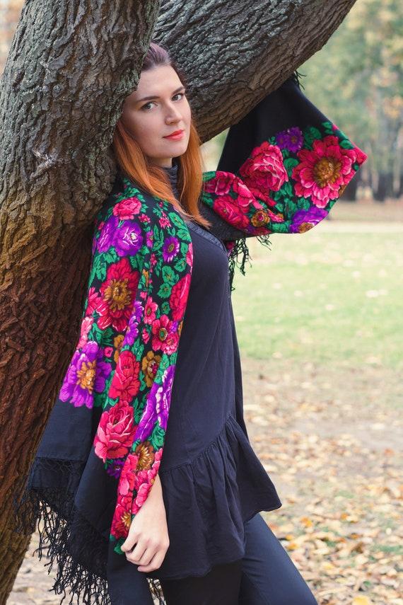 Floral wool shawl, fringe tassel, rose flower Ukra