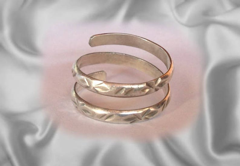 Solid Silver Toe Ring Jewelry  Hand made toe rings engraved image 0
