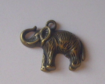 Elephant pendant/charm (bronze) 30 x 24 mm - the secret garden