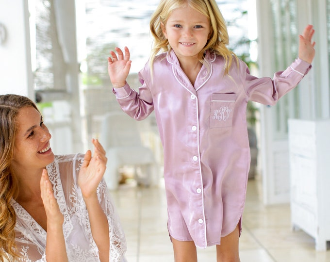 Flower Girl Robe, Flower Girl Pajamas, Junior Bridesmaid Robe, Flower Girl Gift, Junior Bridesmaid Gift, Flower Girl Shirt, Bridesmaid Shirt
