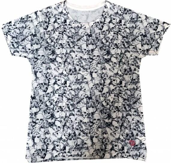 Skulls KiSS All Over T-Shirt - Skull Print - Crossbones - Edge to Edge print black and white