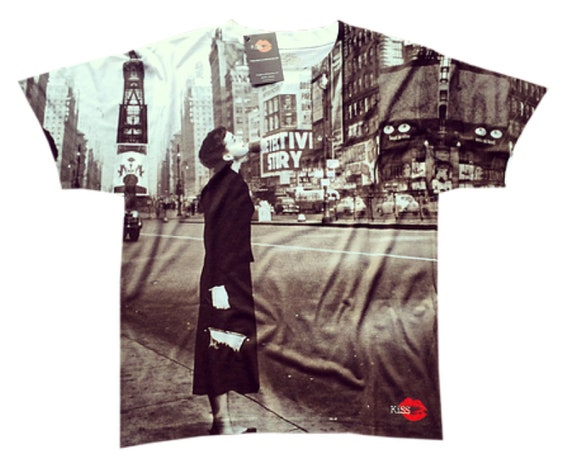 Audrey Hepburn '51 KiSS All Over T-Shirt - 50s - New York City Times Square 1950 - Hollywood Icon - Actress - Black and White