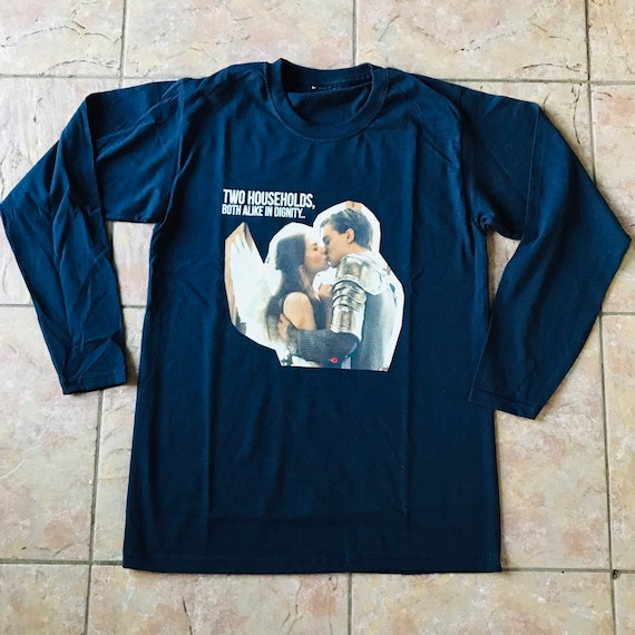 Romeo & Juliet KiSS Long Sleeved T-Shirt - Leonardo DiCaprio - Claire Danes - 90s - Movie inspired Prologue Verona