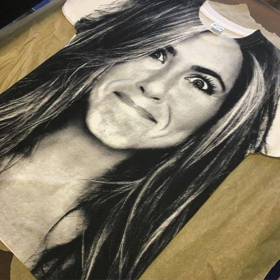 Jen KiSS Large Print T-Shirt - Jennifer Aniston - Friends, Rachel Green - Present, Gift Idea