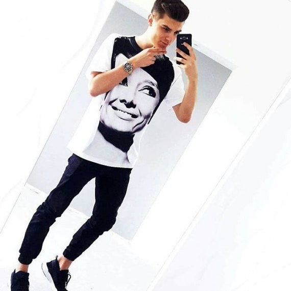 Audrey Hepburn Face KiSS Large Print T-Shirt - Hollywood Actress Iconic - Smile stand out