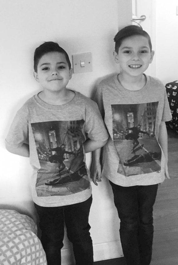 Joker Skateboard KiSS Kids T-Shirt - The Joker Skateboarding - Batman Inspired - Heath Ledger
