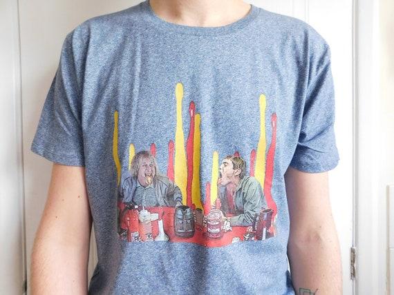 Dumb & Dumber KiSS T-Shirt - Ketchup Mustard Scene - Lloyd Christmas, Harry - Gift Idea - Movie Fan