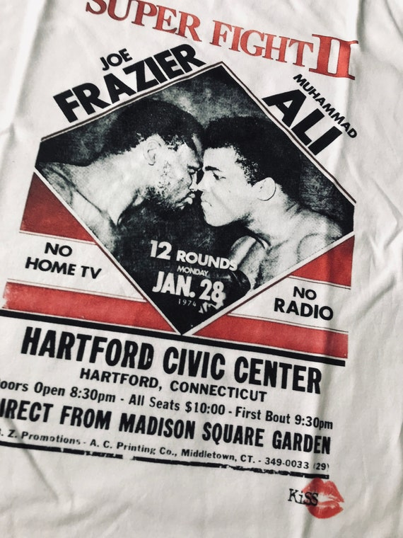 Muhammad Ali Frazier Boxing Super Fight KiSS T-Shirt - Iconic Sports Poster - Gift for him