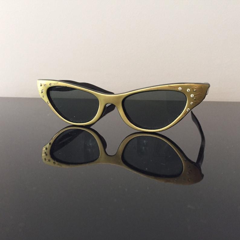 b89ab6c5684f Fab 1950s Cats Eye Rhinestone Etched Sunglasses Gold