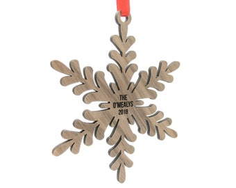 Custom Engraved Snowflake Christmas Ornament - Customized Wooden Snowflakes Ornaments for Xmas Gifts - Unique Gift Idea for Family
