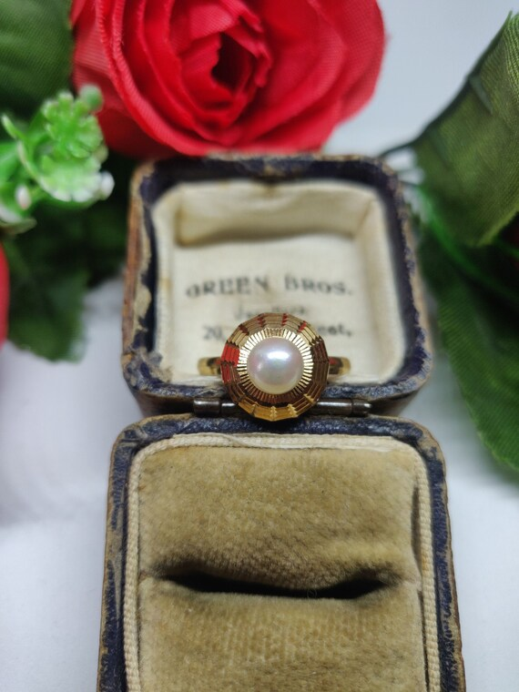 18ct Gold Pearl Solitaire Ring. Pearl statement ri