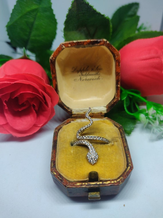 9ct Gold CZ snake ring. Sparkly animal ring. state