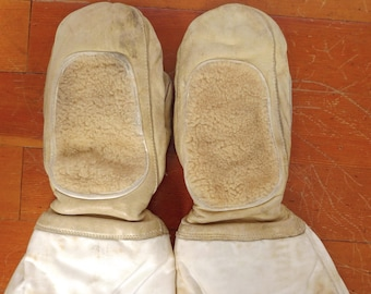 Vintage 1967 Canadian MILITARY Sheepskin ARCTIC Gauntlet MITTS Wool Lining Sz S