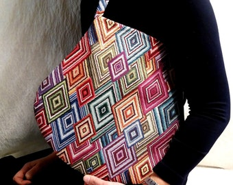 """""""Mexico Goccia"""" shoulder bag. Versatile and witty for all occasions with a rigid handle."""