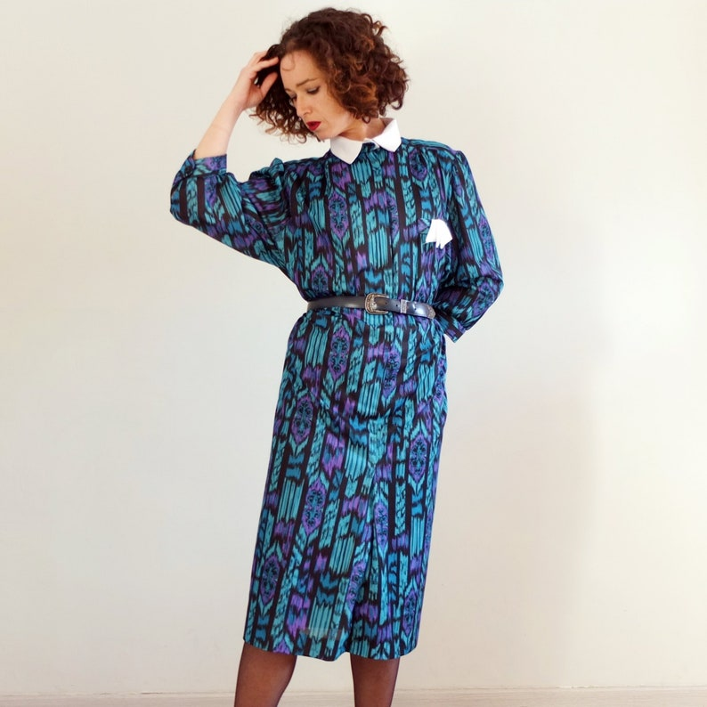 Vintage 70s 80s ikat dress plus size, vintage secretary dress with white  collar, psychedelic belted dress - size XL