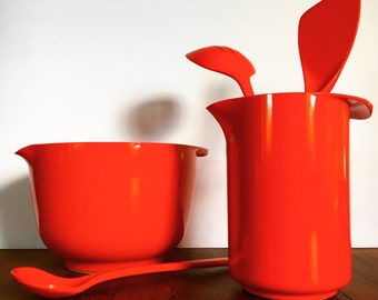 set of two stackable retro Rosti Denmark Falle Uldall melamine divided plates in rust red