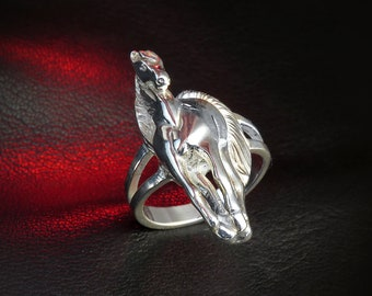Sterling silver horse ring for women, horse jewelry, good luck ring, animal ring, statement ring, women's ring, horseshoe, talisman, gift