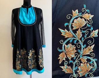 26dd5d2e9e288 Zwarte jurk tuniek etnische goud geborduurd Floral Indian kaftan Blue  Velvet Details Boho jurk versierd 's avonds kaftan Gypsy tuniek maat M