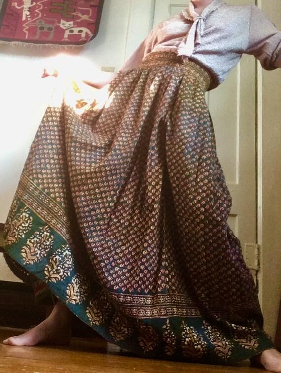 MED 1980s Plaid Vintage Skirt Graphic Bold Skirt 28-29 waist
