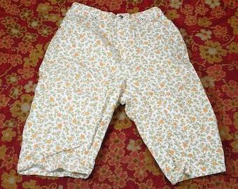 60's Misses Wrangler Floral Capris Size 15/16 Slim Made in U.S.A. Vintage Women's Flower Pants Fashion Clothing (vc3)