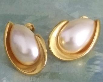80s Gold Leaf Clip On Earrings Vintage Funky Jewelry jb