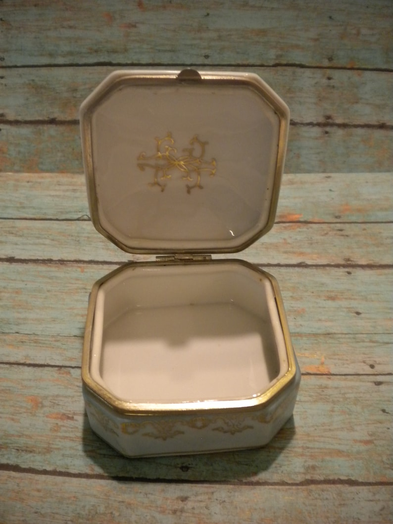 Vintage Blue /& Gold Victorian Trinket Box Hinged Floral Latch Romantic Couple Under a Tree 10